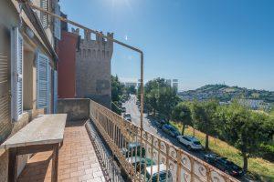 L'Agenzia Immobiliare Puzielli, propone casa con terrazzo in vendita nel centro storico di Fermo (11)