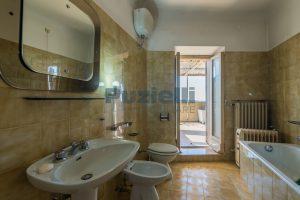L'Agenzia Immobiliare Puzielli, propone casa con terrazzo in vendita nel centro storico di Fermo (16)