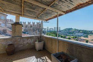 L'Agenzia Immobiliare Puzielli, propone casa con terrazzo in vendita nel centro storico di Fermo (20)