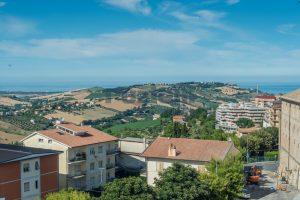 L'Agenzia Immobiliare Puzielli, propone casa con terrazzo in vendita nel centro storico di Fermo (23)