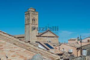 L'Agenzia Immobiliare Puzielli, propone casa con terrazzo in vendita nel centro storico di Fermo (24)