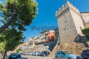 L'Agenzia Immobiliare Puzielli, propone casa con terrazzo in vendita nel centro storico di Fermo (26)
