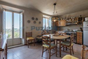 L'Agenzia Immobiliare Puzielli, propone casa con terrazzo in vendita nel centro storico di Fermo (6)