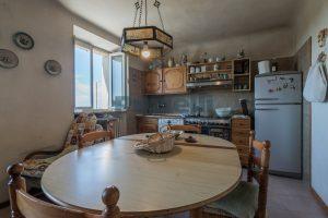 L'Agenzia Immobiliare Puzielli, propone casa con terrazzo in vendita nel centro storico di Fermo (7)