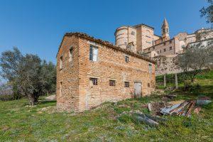 Casa colonica da ristrutturare con progetto approvato a Montottone