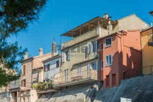 Casa con terrazzo in vendita nel centro storico di Fermo