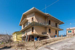 L'Agenzia Immobiliare Puzielliproponeappartamento al grezzo su casa bifamiliare in vendita a Fermo (10)