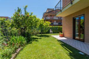 L'Agenzia Immobiliare Puzielli, proponeappartamento con giardino in vendita a Pedaso (28)