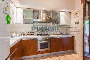 L'Agenzia Immobiliare Puzielli, proponeappartamento con giardino in vendita a Pedaso (5)