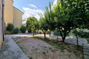 L'Agenzia Immobiliare Puzielli, propone appartamento con giardino in vendita a Santa Caterina (1)
