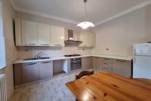 L'Agenzia Immobiliare Puzielli, propone appartamento con giardino in vendita a Santa Caterina (19)