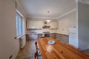 L'Agenzia Immobiliare Puzielli, propone appartamento con giardino in vendita a Santa Caterina (21)