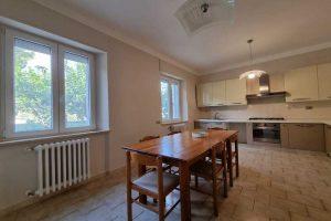 L'Agenzia Immobiliare Puzielli, propone appartamento con giardino in vendita a Santa Caterina (23)