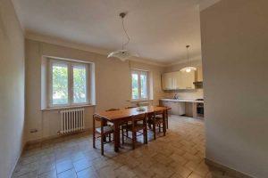 L'Agenzia Immobiliare Puzielli, propone appartamento con giardino in vendita a Santa Caterina (24)