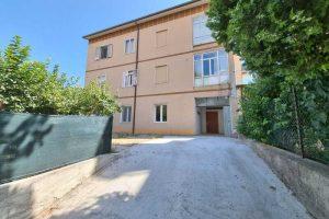 L'Agenzia Immobiliare Puzielli, propone appartamento con giardino in vendita a Santa Caterina (5)