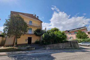 L'Agenzia Immobiliare Puzielli, propone appartamento con giardino in vendita a Santa Caterina (8)