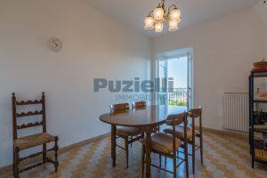 L'Agenzia Immobiliare Puzielli propone casa con terrazzo vista mare e monti in vendita nel centro storico di Fermo (1)