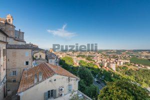 L'Agenzia Immobiliare Puzielli propone casa con terrazzo vista mare e monti in vendita nel centro storico di Fermo (13)