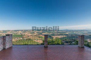 L'Agenzia Immobiliare Puzielli propone casa con terrazzo vista mare e monti in vendita nel centro storico di Fermo (14)