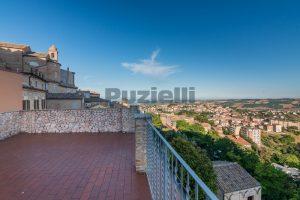 L'Agenzia Immobiliare Puzielli propone casa con terrazzo vista mare e monti in vendita nel centro storico di Fermo (16)