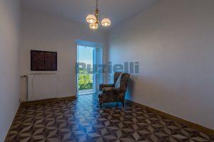 L'Agenzia Immobiliare Puzielli propone casa con terrazzo vista mare e monti in vendita nel centro storico di Fermo (4)