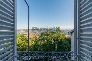 L'Agenzia Immobiliare Puzielli propone casa con terrazzo vista mare e monti in vendita nel centro storico di Fermo (6)