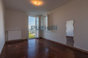 L'Agenzia Immobiliare Puzielli propone casa con terrazzo vista mare e monti in vendita nel centro storico di Fermo (8)