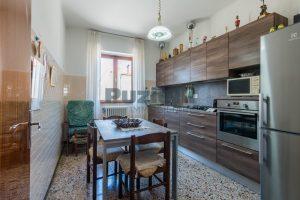 L'Agenzia Immobiliare Puzielli propone casa singola con giardino in vendita a Fermo (10)
