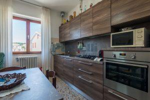 L'Agenzia Immobiliare Puzielli propone casa singola con giardino in vendita a Fermo (11)