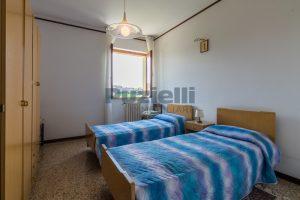 L'Agenzia Immobiliare Puzielli propone casa singola con giardino in vendita a Fermo (12)