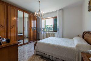 L'Agenzia Immobiliare Puzielli propone casa singola con giardino in vendita a Fermo (14)