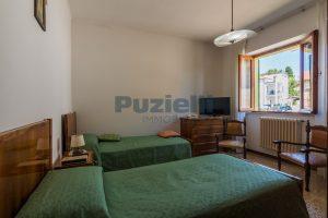 L'Agenzia Immobiliare Puzielli propone casa singola con giardino in vendita a Fermo (16)