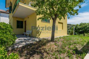 L'Agenzia Immobiliare Puzielli propone casa singola con giardino in vendita a Fermo (23)