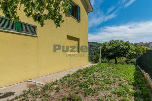 L'Agenzia Immobiliare Puzielli propone casa singola con giardino in vendita a Fermo (24)