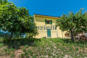 L'Agenzia Immobiliare Puzielli propone casa singola con giardino in vendita a Fermo (26)