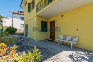 L'Agenzia Immobiliare Puzielli propone casa singola con giardino in vendita a Fermo (28)