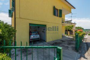 L'Agenzia Immobiliare Puzielli propone casa singola con giardino in vendita a Fermo (30)