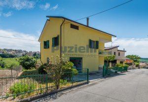 L'Agenzia Immobiliare Puzielli propone casa singola con giardino in vendita a Fermo (32)