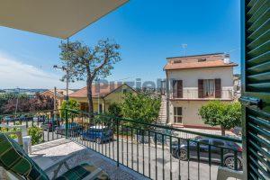 L'Agenzia Immobiliare Puzielli propone casa singola con giardino in vendita a Fermo (6)