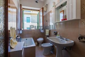 L'Agenzia Immobiliare Puzielli propone casa singola con giardino in vendita a Fermo (9)