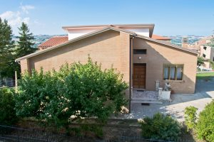 L'Agenzia Immobiliare Puzielli propone casa singola in vendita a Grottazzolina (23)