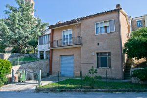 L'Agenzia Immobiliare Puzielli propone casa singola in vendita a Grottazzolina (34)