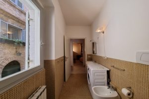 L'Agenzia Immobiliare Puzielli, proponebilocale in vendita nel centro storico di Fermo (1)