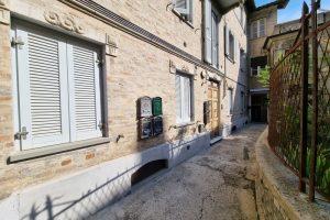 L'Agenzia Immobiliare Puzielli, proponebilocale in vendita nel centro storico di Fermo (17)