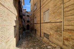 L'Agenzia Immobiliare Puzielli, proponebilocale in vendita nel centro storico di Fermo (19)