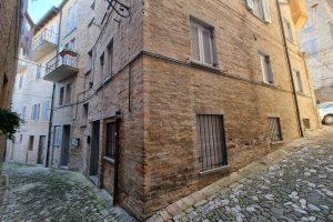 L'Agenzia Immobiliare Puzielli, proponebilocale in vendita nel centro storico di Fermo (20)