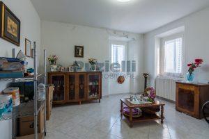 L'Agenzia Immobiliare Puzielliproponecasa di campagna con vista mare e terreno a Capodarco (17)