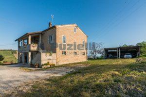 L'Agenzia Immobiliare Puzielliproponecasa di campagna con vista mare e terreno a Capodarco (21)