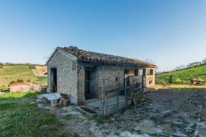 L'Agenzia Immobiliare Puzielliproponecasa di campagna con vista mare e terreno a Capodarco (23)
