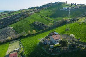 L'Agenzia Immobiliare Puzielliproponecasa di campagna con vista mare e terreno a Capodarco (4)